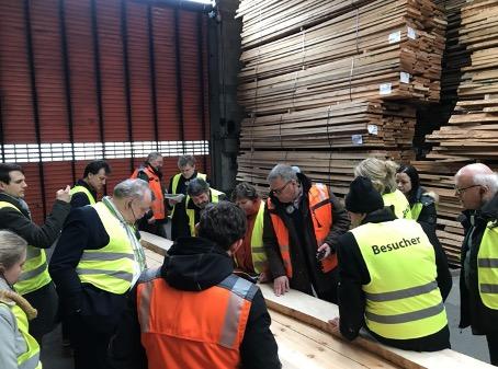 26.02.20Gru?nen-Politiker zu Besuch im Holzwerk Keck.jpg